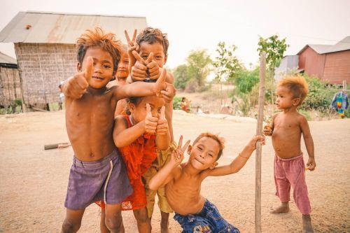 asija,asian,berniukai,Kambodža,Kambodža,vaikas,vaikystę,vaikai,mielas,įvairus,laimingas,vaikai,žmonės,portretas,kelti,skurdas,pjauti,siem,šypsosi,į pietryčius,gatvė,Nykščiai aukštyn,turizmas,tradicinis,kelionė,kaimas,jaunas