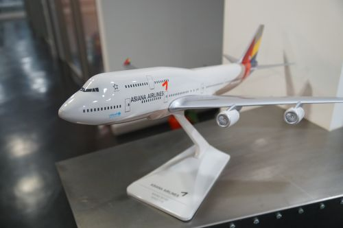 asiana airlines boeing 747 model aircraft