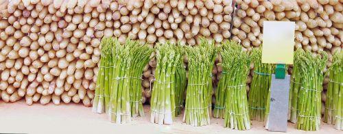 šparagai,šparagų patarimai,šparagų laikas,valgyti,daržovės,naudos iš,pietauti
