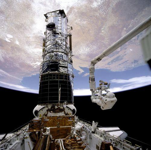 astronaut nasa module