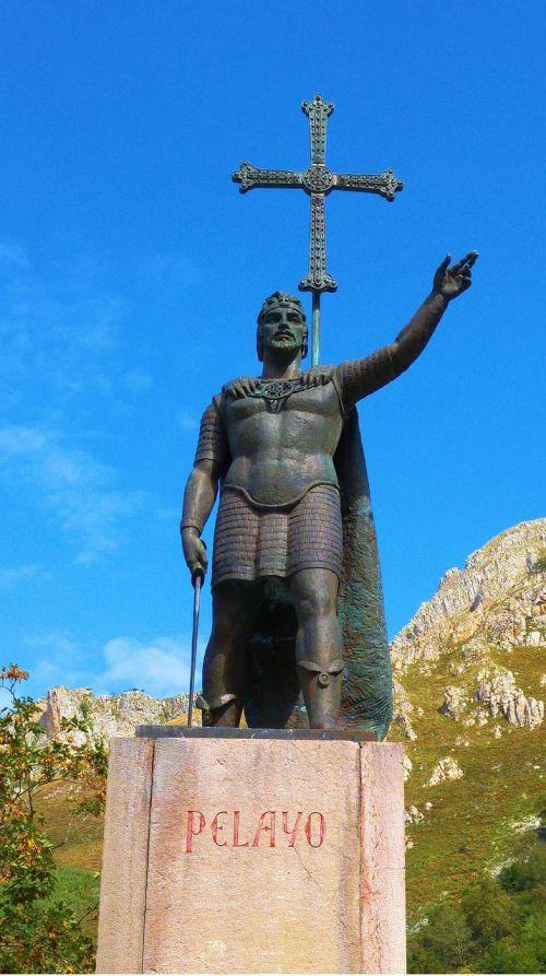 asturias pelayo statue