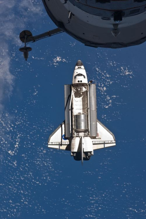 atlantis space shuttle docking