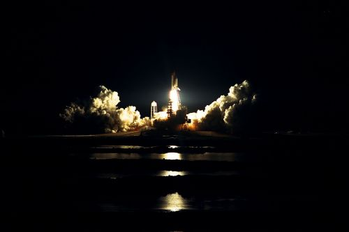 atlantis space shuttle launch night