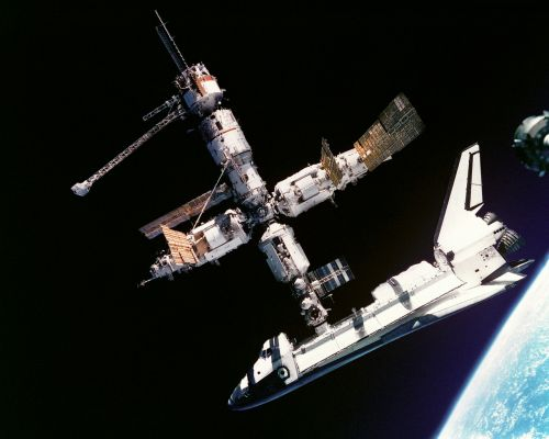atlantis space shuttle russia space station mir