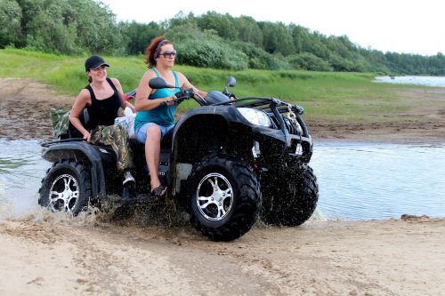 ATV,technika,mergaitė,upė