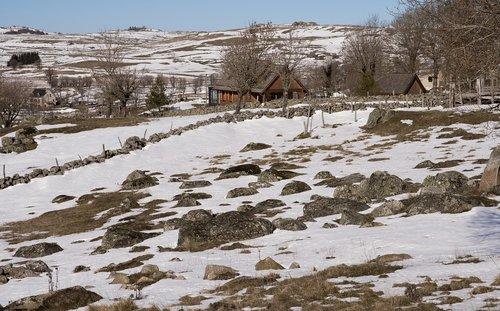 aubrac  hamlet  farm