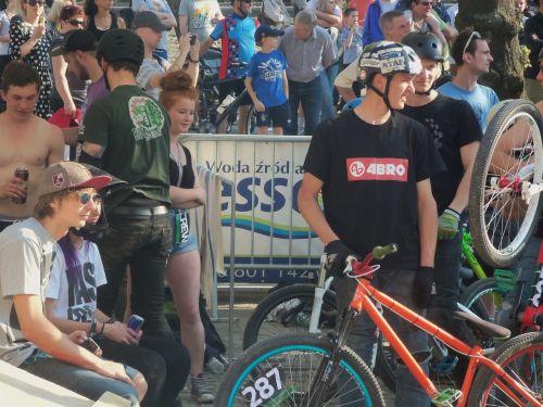 audience bike people