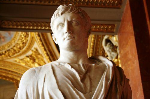 augusto roman emperor sculpture