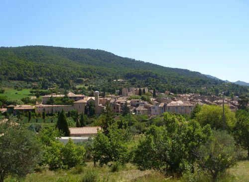 aups village commune