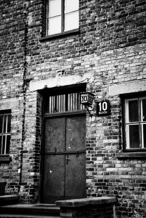 auschwitz camp holocaust