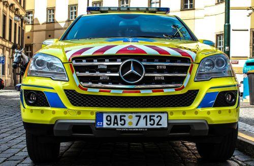 auto ambulance doctor