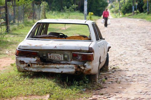 auto wreck road