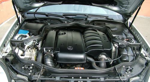 auto engine compartment mercedes
