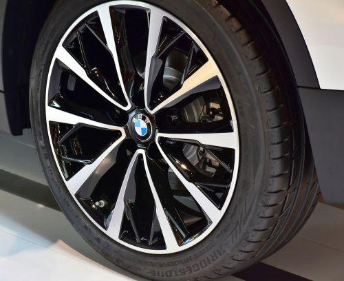 auto tires mature rim