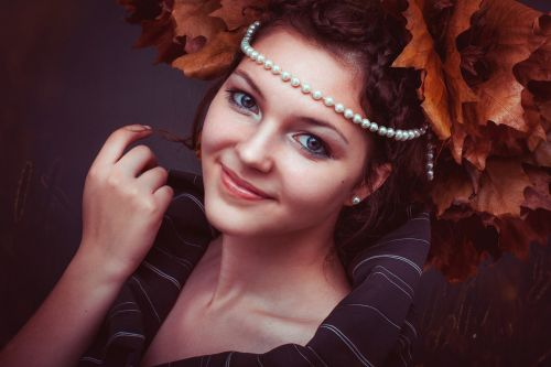 autumn,leafes,colorful bleter,beads,mädhen,lady,woman,model,hand,eyes,republic,pink,nidlich,sweet