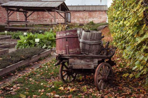 autumn barrels cart