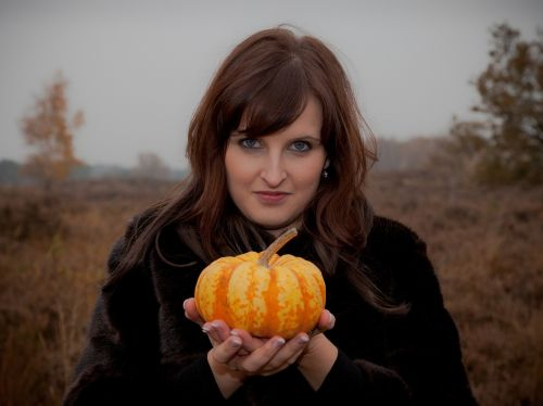 autumn pumpkin woman