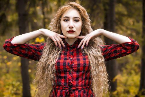 autumn girl pores