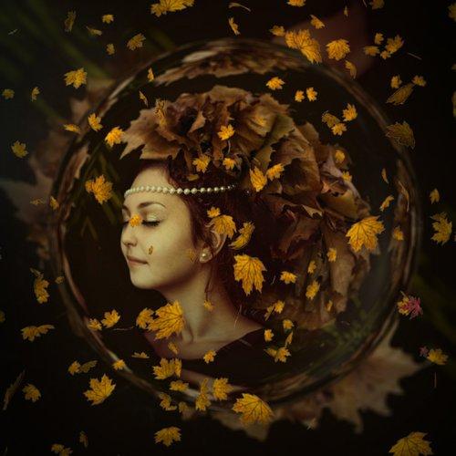 autumn  woman  leaves