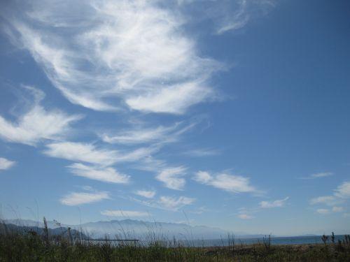 rudens dangus,mėlynas dangus,kalnai,laukas,dangus,debesis