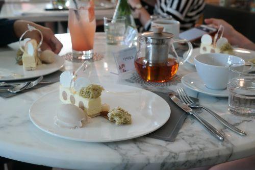 avenue dessert cafe beautiful cake