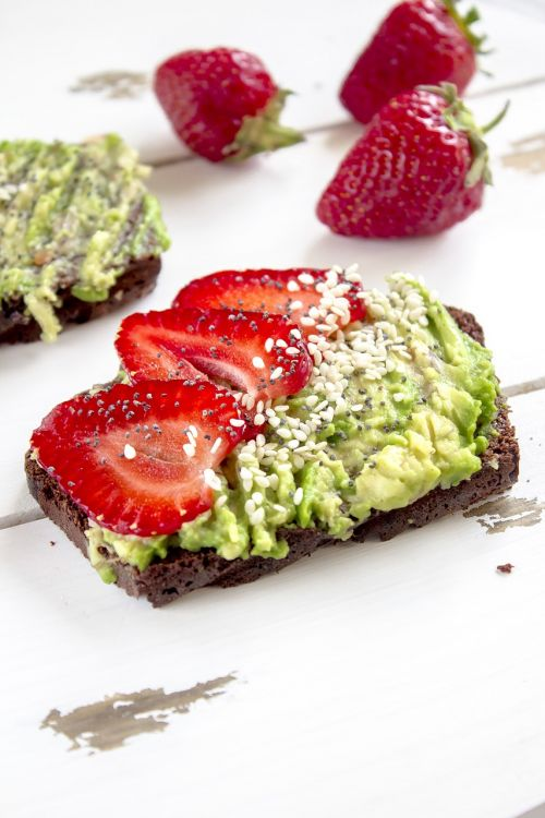 avocado strawberry toast
