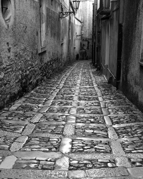 away  alley  eng