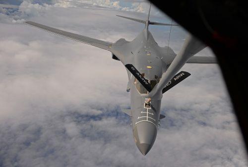 b-1b lancer bomber aircraft