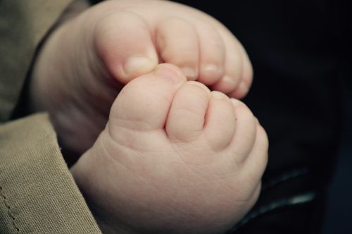 baby feet toes