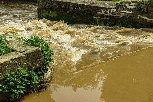 bach  weir  river