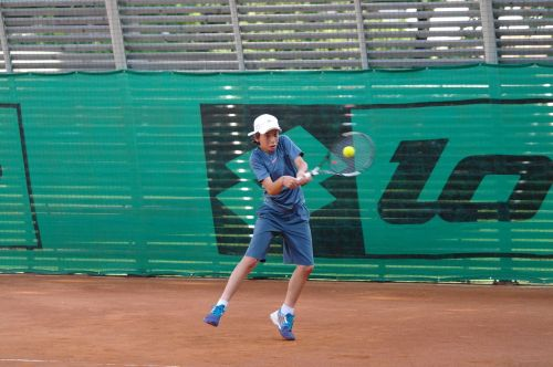 backhand two hands tennis