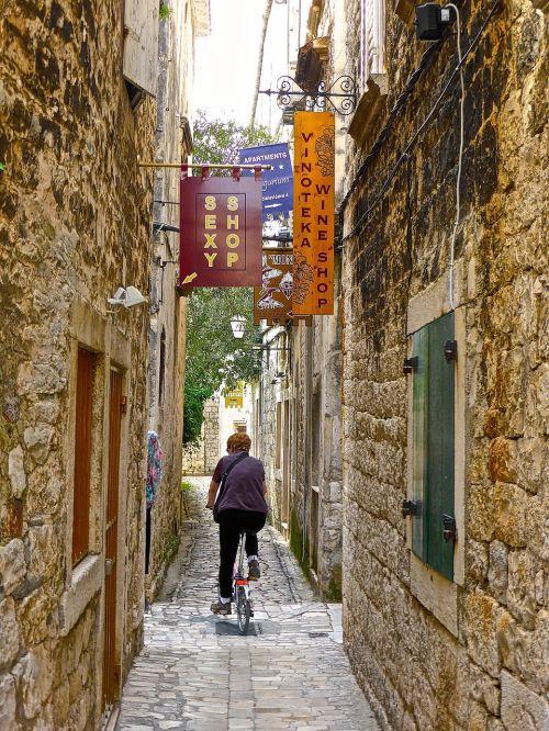 backstreet alleyway mediterranean