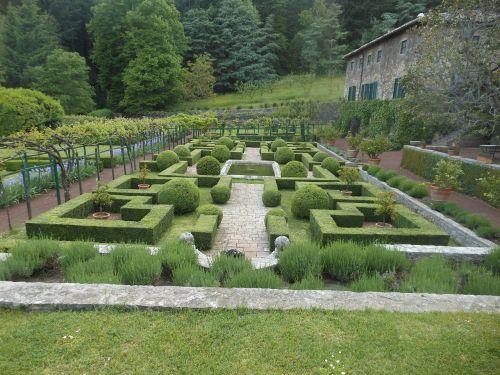 badia coltibuono gardens siena