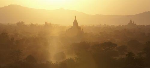 bagan,myanmar,sunset,golden light,travel,tourism,travel destination,sights,sightseeing
