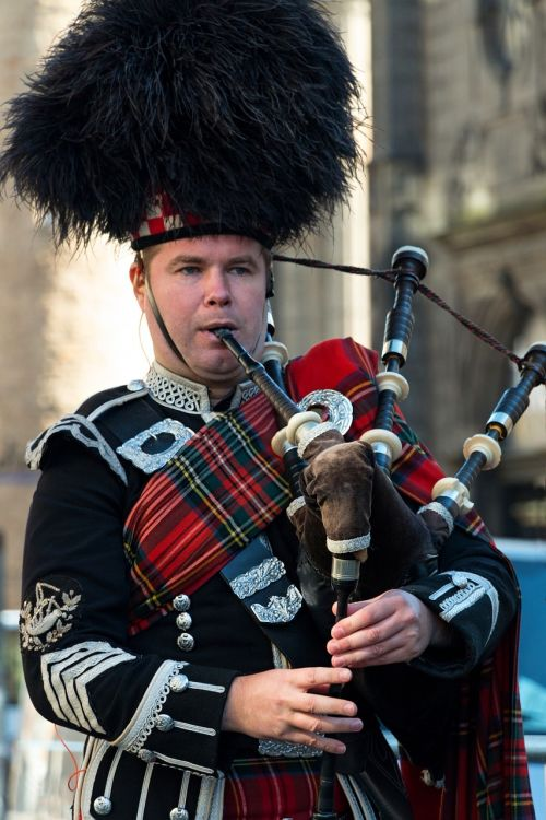 bagpipe scotland edinburgh