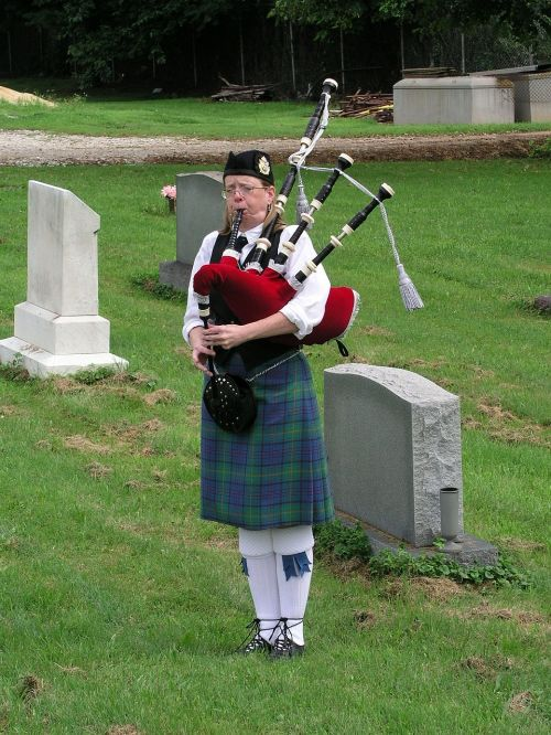 bagpiper music scottish