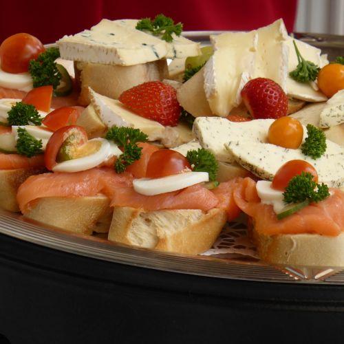 baguette strawberries cheese