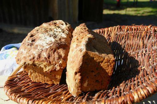 bake bread zwiebelbrot