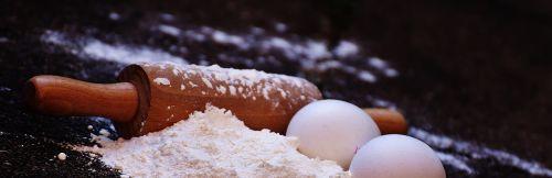 bake rolling pin egg