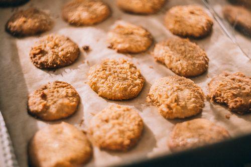 bake biscuits cookies