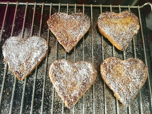 bake heart biscuit