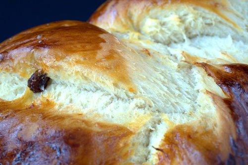 bake  yeast  hefekranz