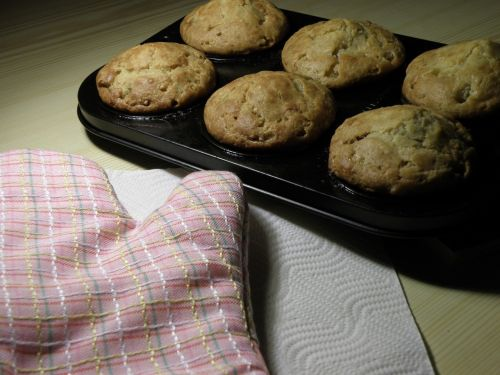 baking pan muffin the dough