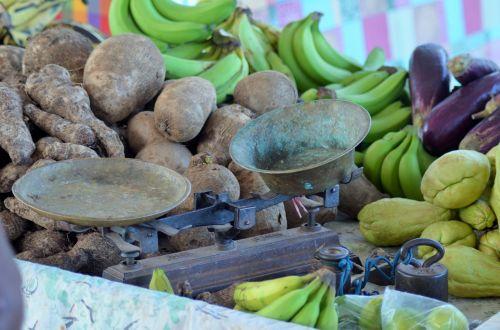 balance market fruit