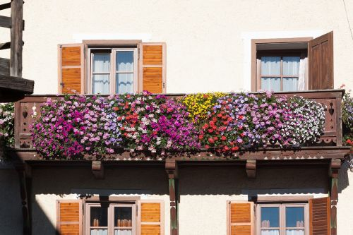 balcony floral decorations architecture