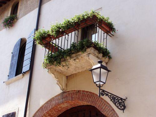 balcony lamppost arc