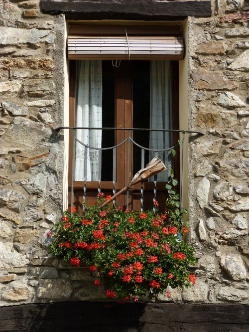 balcony pyrenees miss