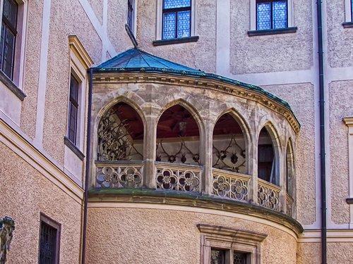 balcony  stone  arches