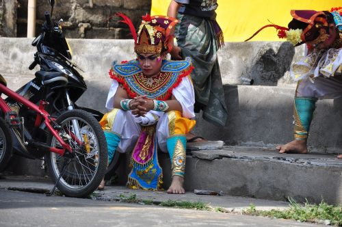 bali dancers traditionally