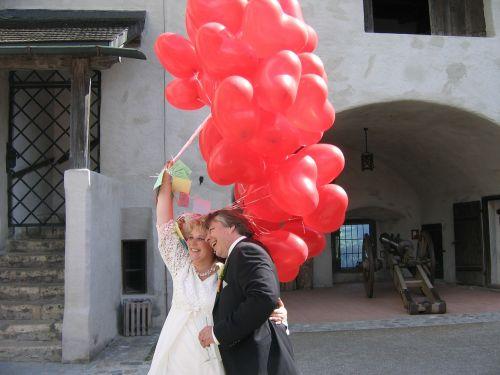balloon bride and groom wedding